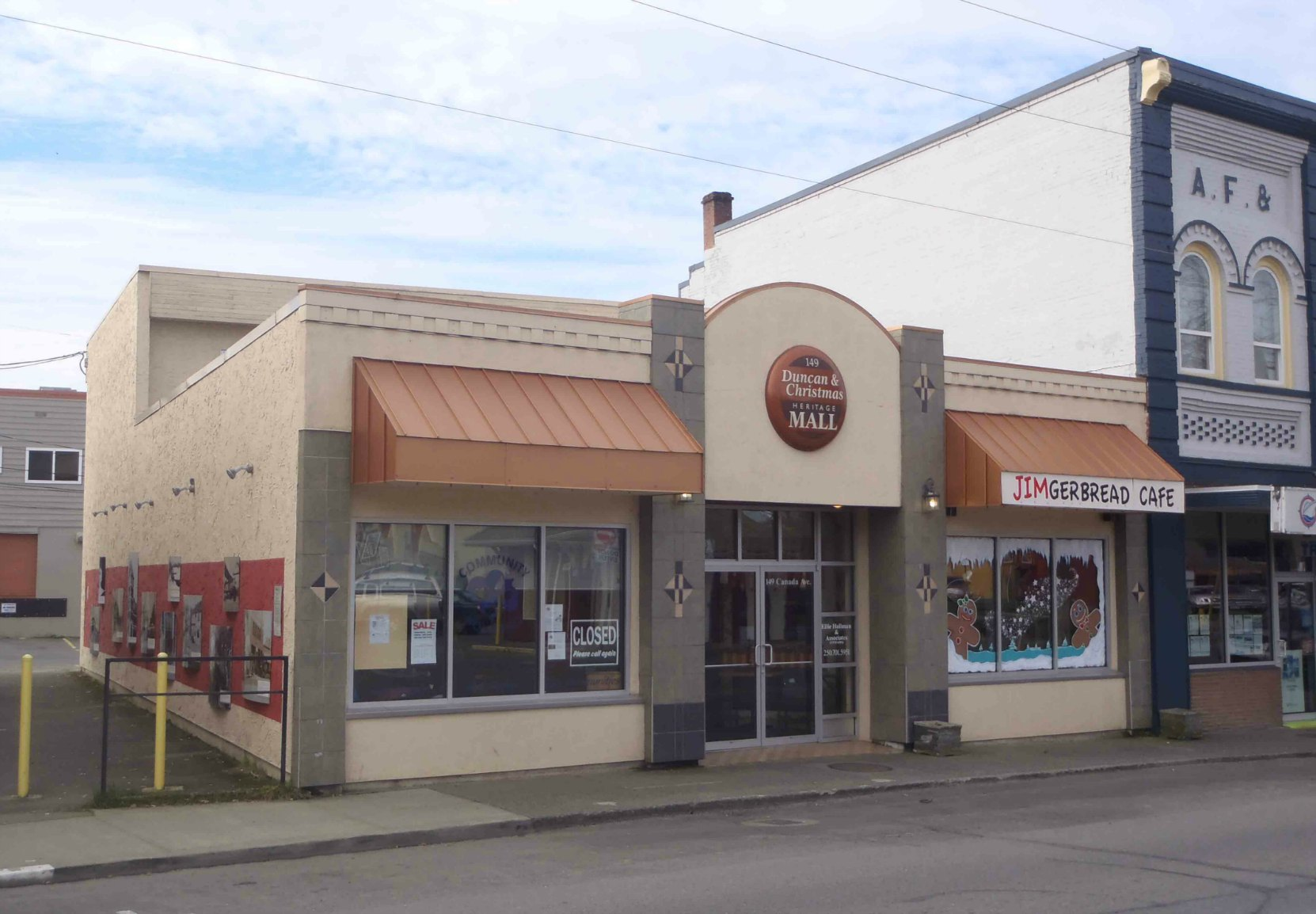 Duncan & Christmas Heritage Mall, 149 Canada Ave., Duncan