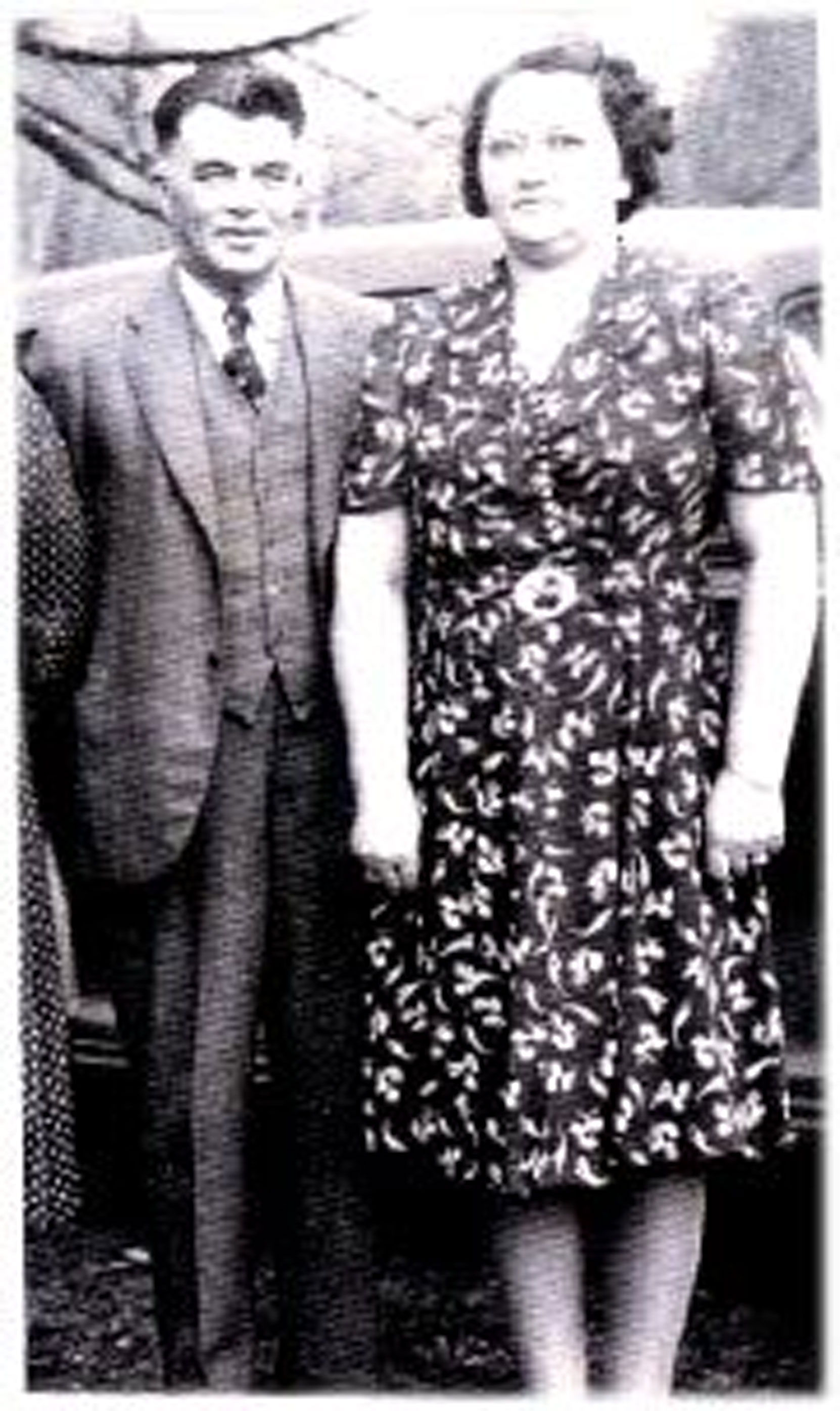 Gustav Edward Bergman and his wife Laura (nee Smith), circa 1930's (photo: https://smithfamhis.blogspot.com/2017/01/laura-emily-smith-1906-1972.html )